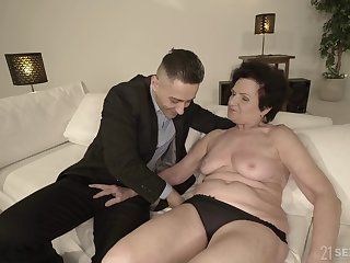 Short haired mature granny Lisbeth doggy air pounded hardcore