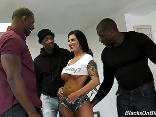 Wild sexy busty Melissa Lynn is made to farm fat strong BBCs