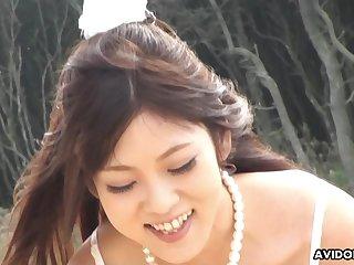 Off the chain cute Maiko Yoshida sucking her boyfriend's detect on the shore