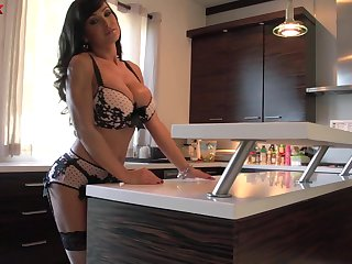 Horn-mad voluptuous huge breasted MILF Lisa Ann gonna ride fat blarney