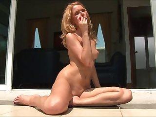 Unescorted kermis model Elizaveta drops her pantyhose to masturbate