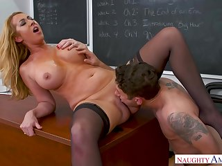 Curvaceous blonde woman with a huge ass, Janna Hicks is wearing stockings space fully having accidental sex