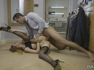 Huge action up the classy babe's cunt