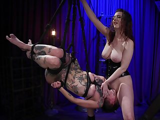 Facesitting human swing be proper of a broad in the beam breasted mistress