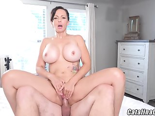 Catalina Cruz - Racy Housewife Catalina Cruz Bounces Ass Fucking Cock