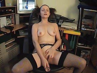 Solo video of kinky journo Martine pleasuring her cravings